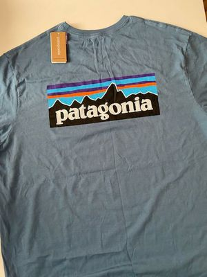 Mens Patagonia Large for Sale in Bell Gardens, CA