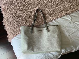 MICHAEL KORS - WHITE WITH SILVER LETTING! Used only 3 times for Sale in Las Vegas, NV