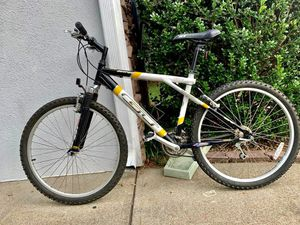 "Bicycle GT outpost 26"" like new bike. In great conditions and everything works well. for Sale in Norcross, GA"