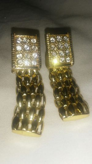 Real gold earrings with diamonds for Sale in Arlington, TX