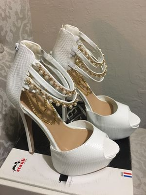 Pearl stiletto pumps with gold chain for Sale in Phoenix, AZ