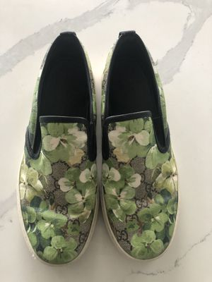 Gucci flower shoes ,fits sz.8,Made in Italy for Sale in Seattle, WA
