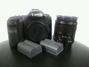Canon ESO 40d pro digital SLR camera body and 28-90 lens with 3 batteries. Compact flash not included. $300. Takes beautiful sharp photos. for Sale in Cleveland, OH