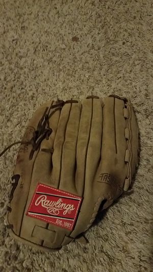 Baseball glove for Sale in Dunlap, IL