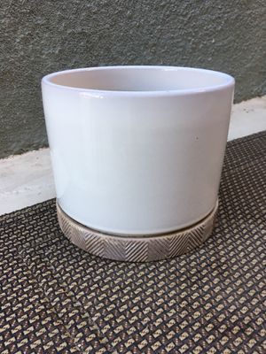 Allen + Roth White Glaze Ceramic Planter (w/ drainage hole and saucer) for Sale in Los Angeles, CA