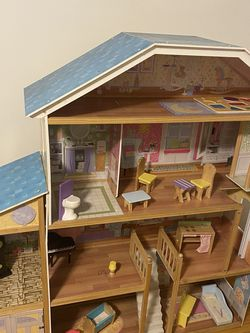 Doll House Wooden Large for Sale in Teaneck,  NJ