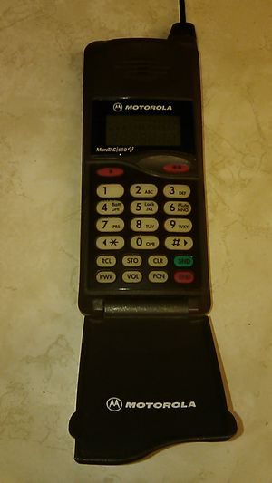 ~OLD SCHOOL 1990'S MOTOROLA CELL PHONE~LIKE NEW CONDITION~ for Sale in Las Vegas, NV