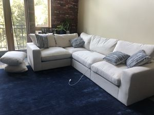 Cream Beige sectional sofa for Sale in Mableton, GA