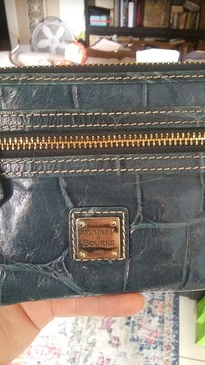 dooney and bourke wallet for Sale in Long Beach, CA