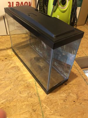 10 Gal Aquarium w/hood led light for Sale in Pearl Beach, MI
