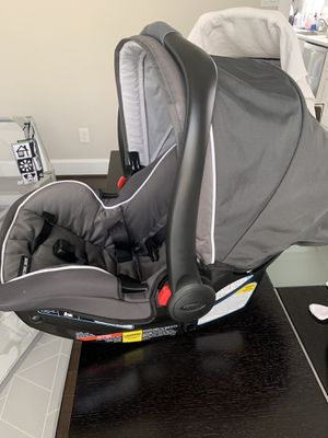 Excellent condition-Graco SnugRide SnugLock 35 Infant car seat for Sale in Houston, TX