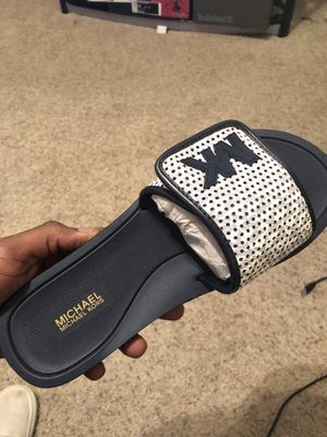 michael kors slides brand new never worn sz.9 for Sale in Yorktown, VA