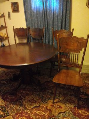 Dining room table for Sale in Colorado Springs, CO