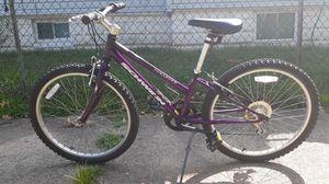 Schwinn ladies bike in good condition for Sale in Camden, NJ