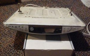 GE under mount radio an CD player for Sale in Cleveland, OH