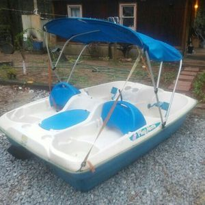 VERY NICE PADDLE BOAT for Sale in Bremerton, WA