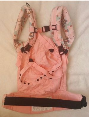 Ergo Baby carrier Color - Heart Rose Pink floral 40$ for Sale in Issaquah, WA
