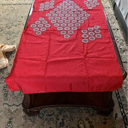 TABLE COVER REALLT GOOD LOOKING WITH NICE DESIGNED BEADS ON IT for Sale in Staten Island,  NY