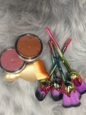 Makeup brushes an highlights for Sale in Atlanta, GA