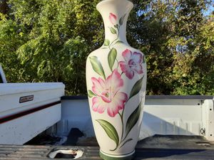THIS IS A VERY NICE VASES And Its All SO A PLANT Vase for Sale in Arnold, MO