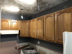Kitchen cabinets just top all wood 6 cabinets. for Sale in St. Petersburg, FL