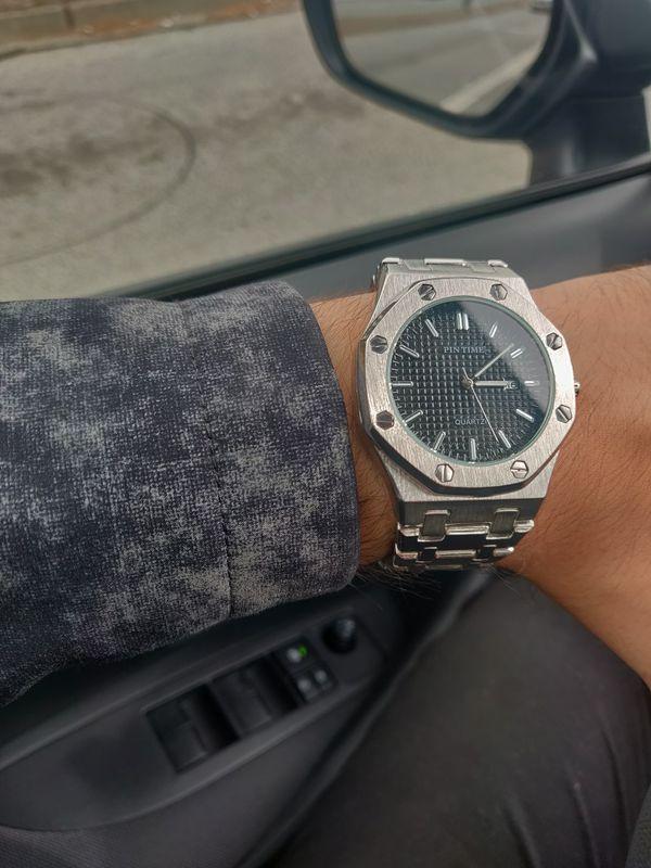 Pintime quartz watch