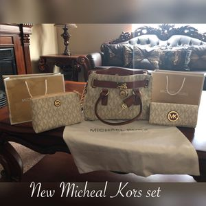 New Michael Kors said $350 firm price is not negotiable pick up only for Sale in Laveen Village, AZ