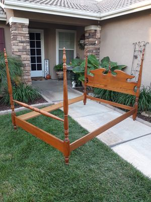 VINTAGE SOLID WOOD FULL SIZE BED FRAME W/ MATCHING RAILS for Sale in Corona, CA