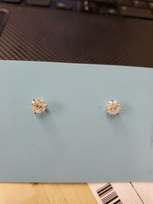 Diamond studs earrings, 1carat total for Sale in Highland Heights, OH