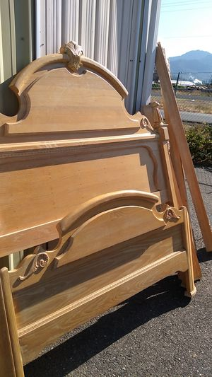 QUEEN SIZE BED FRAME for Sale in Grants Pass, OR