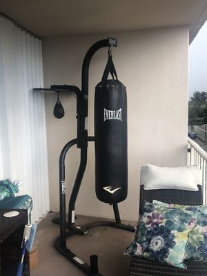 Heavy bag and speed bag with stand for Sale in Fort Lauderdale, FL