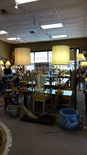 Antique tulip base table lamp for Sale in Bellevue, WA