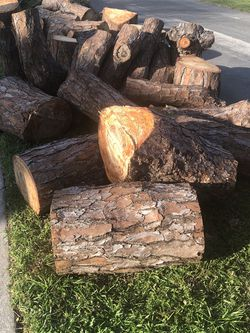 Free pine Wood for Sale in Boynton Beach,  FL