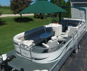 2006 Manitou Legacy Pontoon Boat__very clean for Sale in Lincoln, NE