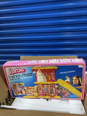 NRFB Barbie Fashion Plaza #9525 Playset Collectible Toy by Mattel, 1975 for Sale in Fairfax, VA
