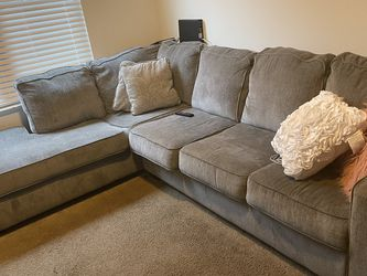 Ashley's Grey Sectional (barley Used) for Sale in Tampa,  FL