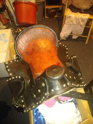 Youth saddle with stirrup covers for Sale in Humble, TX