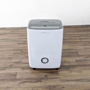Frigidaire FFAD3033R1A 30-Pint Dehumidifier (1038763) for Sale in San Bruno, CA