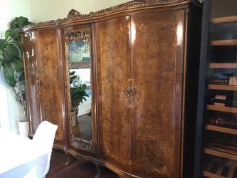 French Victorian Armoire for Sale in MENTOR ON THE,  OH