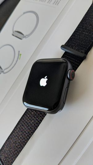 Apple Watch Series 4 (GPS + Cellular) 40mm for Sale in Tolleson, AZ
