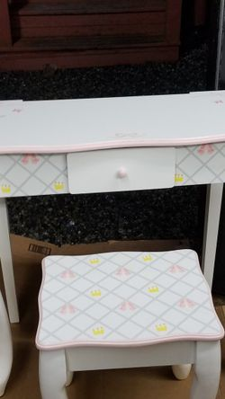 Childs Vanity W/ Stool for Sale in Auburn,  WA