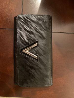 100% Authentic Louis Vuitton Twist Wallet retails for $1000 for Sale in Atlanta, GA