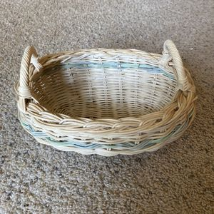 ‼️Wicker Basket with Handles‼️ for Sale in Edgar, WI