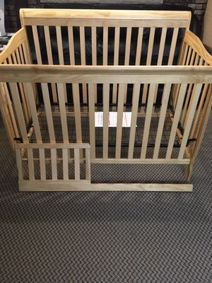 Big Oshi Stephanie 4 in 1 Convertible Baby Crib w/ Mattress AND Toddler Rail for Sale in Staten Island, NY