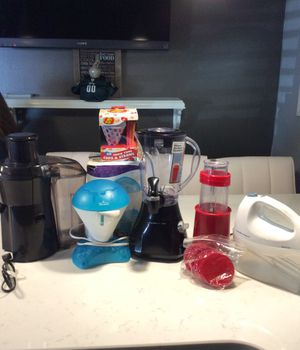 Kitchen appliances- sold as a bundles of 5 or separately for Sale in Philadelphia, PA