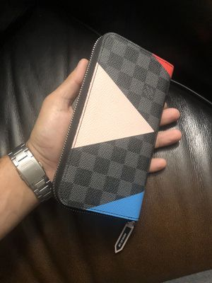 LV wallet for Sale in Gold River, CA