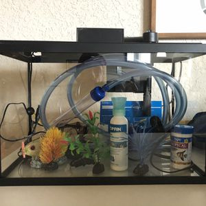 Fish Tank 5.5 Gallons w/accessories for Sale in Orlando, FL