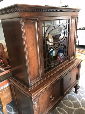 Antique china cabinet, very good condition. $300.00 or best offer for Sale in Artesia, CA