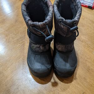 Kids snow boots - size 9 for Sale in Henderson, NV