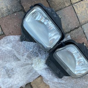 Chevy 2004 Lights NEW for Sale in St. Petersburg, FL